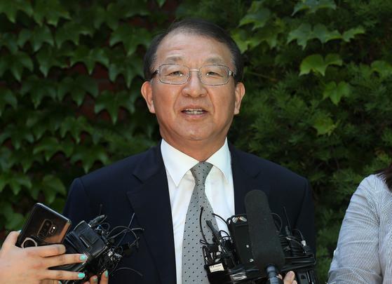 양승태 전 대법원장·박병대 전 대법관 출국금지