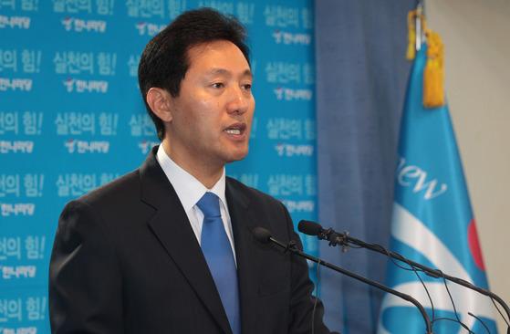 오세훈 전 서울시장은 16대 국회의원 시절인 2004년 이른바 '오세훈 법'을 발의했다. [연합뉴스]