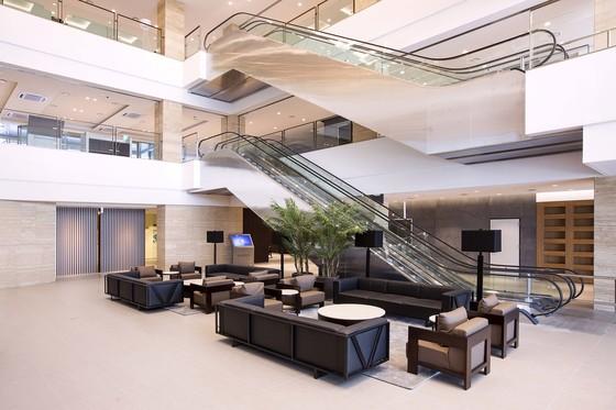 컨벤션홀이 있는 녹지국제병원의 지하 1층. 1층과는 에스컬레이터로 연결돼 있다. 사진 JDC제공