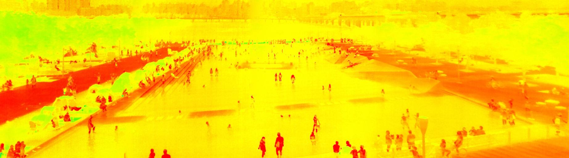 28일 오후 6시30분 쯤 서울 여의도 물빛공원을 열화상 카메라로 촬영했다. 앞에 보이는 공원의 물과 뒤로 보이는 한강물 모두 노란색(29.1)을 나타내고 있다. 빨간색은 34도 이상. 김경록 기자