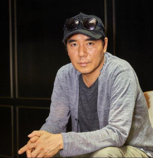 새 영화 '인랑'(25일 개봉)으로 돌아온 김지운(54) 감독. [사진 워너브러더스 코리아]