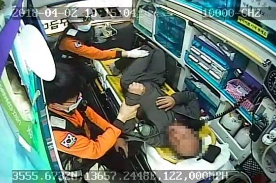 지난달 2일 전북 익산소방서 인화119안전센터 소속 119구급차 내부 CCTV 영상 캡처.