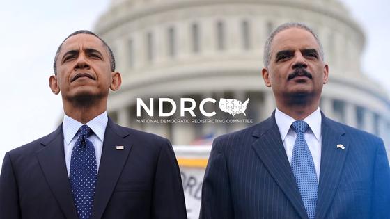 """버락 오바마 전 미국 대통령과 에릭 홀더 전 법무장관이 이끄는 전국 민주적 선거구 재획정 위원회(NDRC) 유튜브 캠페인 동영상에서 """"당신의 연방의원 선거구가 코르크 따개 모양이 된 건 게리맨더링 때문""""이라며 개혁을 촉구했다. [유튜브]"""