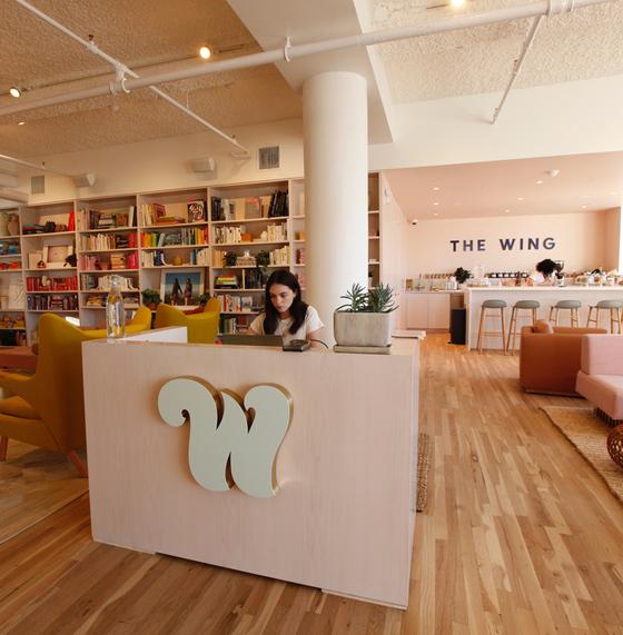미국 뉴욕에서 2016년 시작된 여성을 위한 멤버십 클럽 '더 윙'의 라운지. [사진 더 윙]