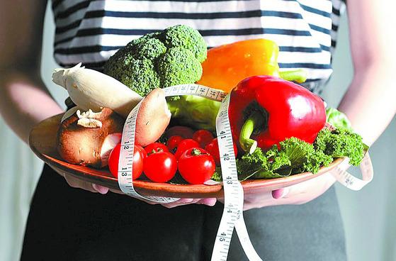 다이어트의 핵심인 '식단조절'. [중앙포토]