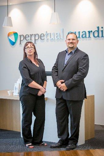 퍼페추얼 가디언 직원인 엘리스 갬블린(왼쪽)은 주 4일을 근무하고 5일치 급여를 제공하는 회사에 실험에 참여한 뒤 큰 만족을 느꼈다. [퍼페추얼 가디언]