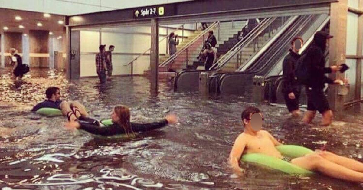 지난 29일 기습 폭우가 내린 스웨덴 웁살라시의 웁살라 중앙역 모습. 일부 시민들이 튜브를 들고나와 물놀이를 즐기고 있다. [인스타그램 @thegreatfernquist 캡처]