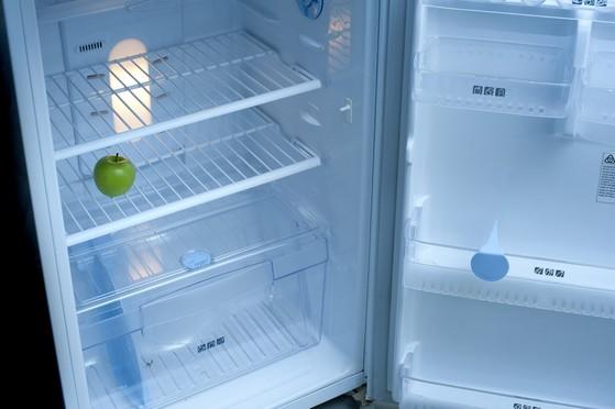 우리 부모가 홀로 지내고 있다면 집을 방문했을 때 냉장고부터 확인해 보자. '걸인(乞人)의 냉장고'라면 '왕후(王侯)의 냉장고'로 바꾸어 드리면 어떨까? [사진 freeimages.co.uk]