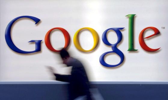 개인정보 보호 강화는 구글과 페이스북처럼 광고 수익에 의존하는 IT기업에 '악재'다. [EPA=연합뉴스]