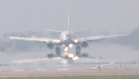 기록적인 무더위 속에 인천공항 활주로에 아지랑이가 피어오르고 있다. [연합뉴스]