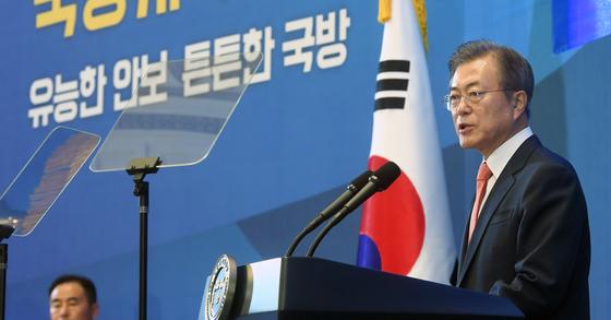 문재인 대통령이 지난달 27일 오후 청와대 영빈관에서 열린 전군 주요지휘관 회의에서 모두 발언을 하고 있다. [청와대사진기자단]