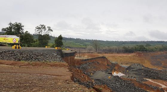 대규모 인명피해를 낸 라오스 보조댐 붕괴현장이 사고발생 5일만에 처참한 모습으로 처음 공개됐다. [연합뉴스]