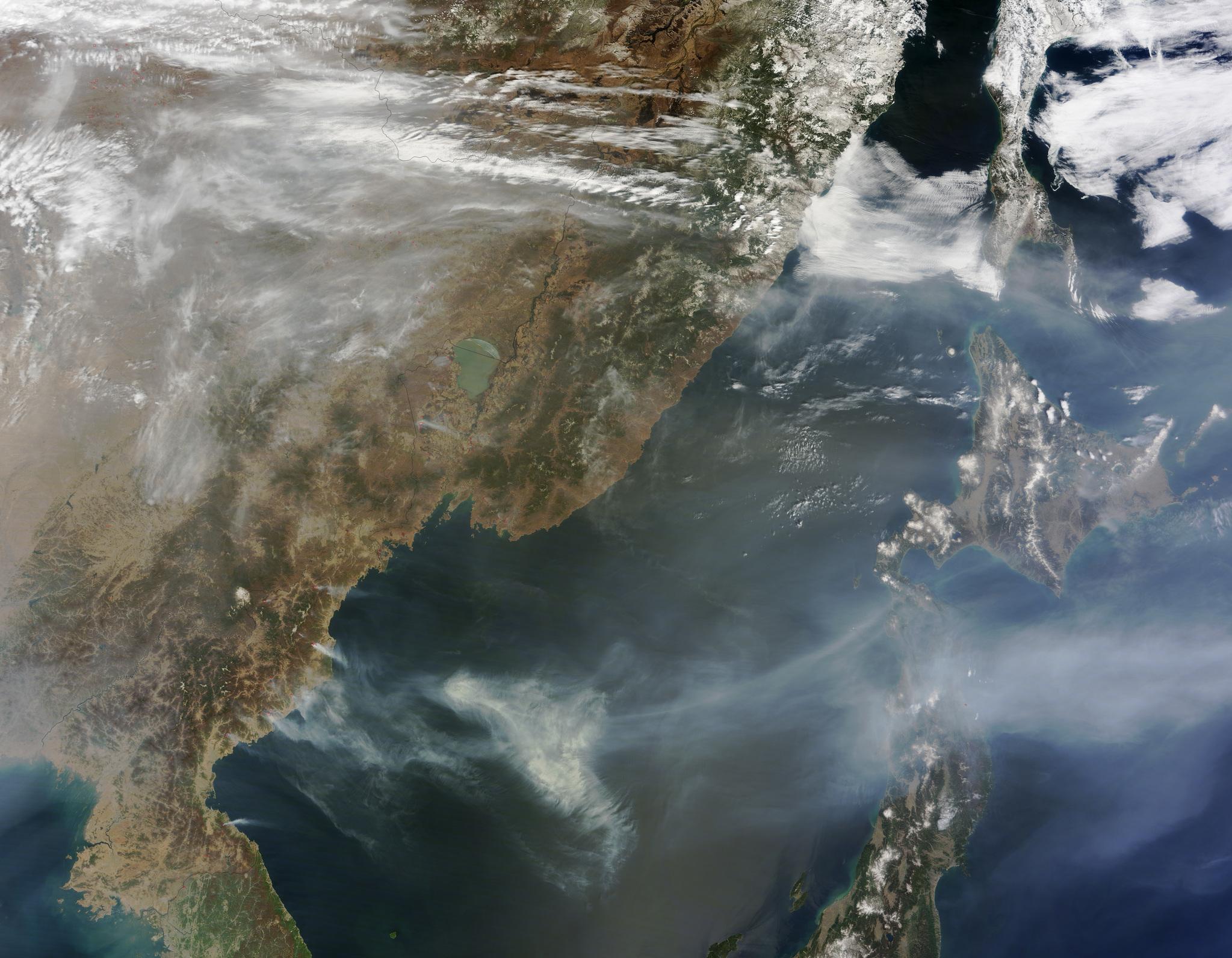 북한 산불 인공위성 사진(2015년 4월 27일). [사진 미 항공우주국(NASA)]