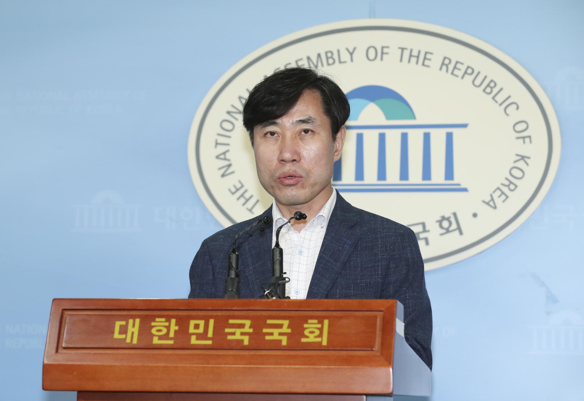 바른미래당 하태경 의원이 2일 오전 국회 정론관에서 당대표 출마 기자회견을 하고 있다. [중앙포토]