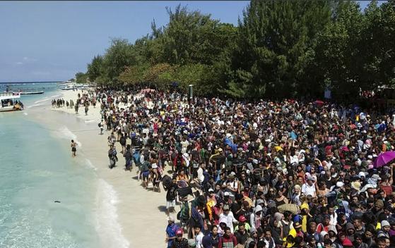 인도네시아 지진 ... 섬 탈출 행렬