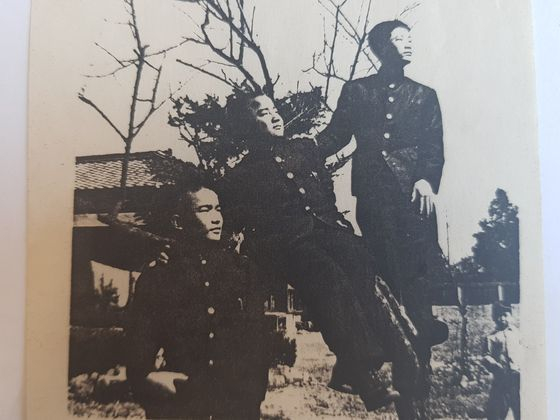 1953년 고등학교를 다니던 시절의 박 명예교수(오른쪽). [사진 박세희 명예교수]