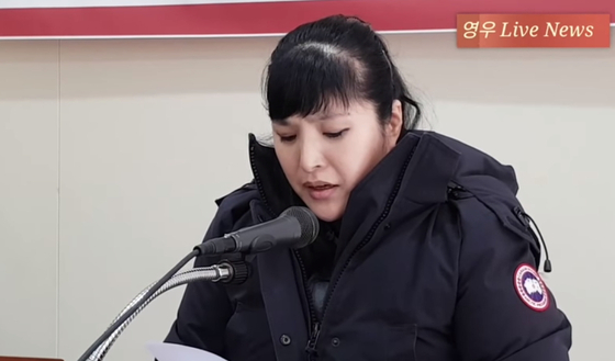 올해 2월 8일 기자회견을 갖고 강제납치 의혹을 주장한 김사랑씨. [사진 영우 라이브 뉴스]