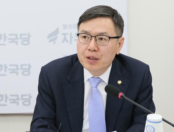 정태옥 당시 자유한국당 대변인은 지방선거를 앞두고 한 TV 프로그램에 출연해 '이혼을 하면 부천, 또 살기 어려워지면 인천으로 간다'는 내용의 말을 해 파문이 일었다. [뉴스1]
