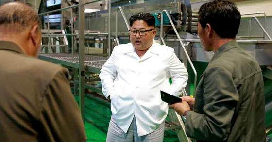 마이크 폼페이오 미국 국무장관이 3차 방북 중이던 지난달 10일 김정은 북한 국무위원장은 양강도 삼지연 감자가루 생산공장을 시찰했다고 노동신문이 보도했다. 김정은이 폼페이오와 만남을 피한 거라는 해석이 나왔다.