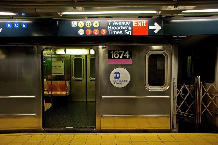 뉴욕지하철은 2012년부터 24시간 운영하고 있지만 유지보수에 대한 우려도 나온다. [중앙포토]