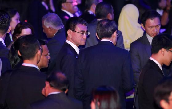 고노 다로(河野太郞) 일본 외무상이 3일 오후(현지시간) 싱가포르 엑스포 컨벤션센터에서 열린 아세안지역안보포럼(ARF) 환영행사에 참석하고 있다. [뉴스1]