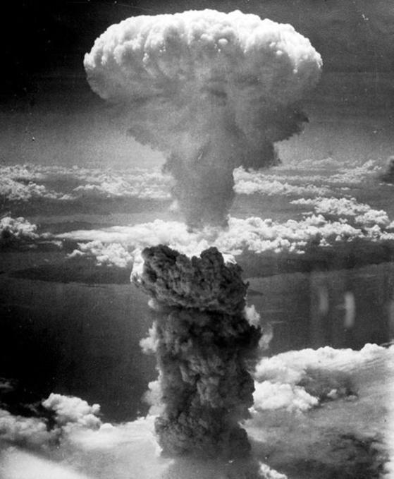 1945년 8월 9일 나가사키에 원폭이 떨어진 뒤 일어난 버섯구름. [사진 위키피디어]