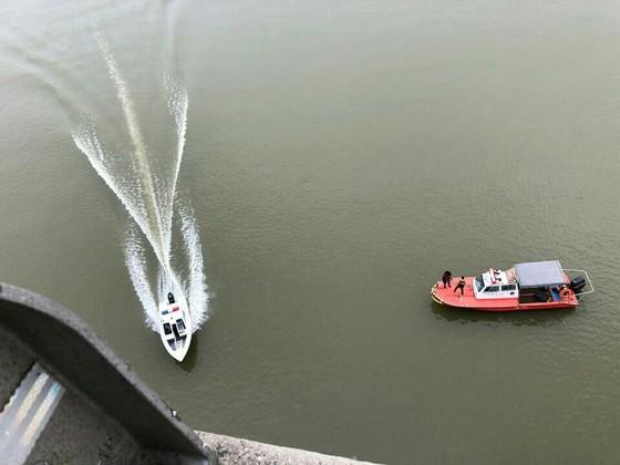 유튜버 양예원씨 사진 유출 사건과 관련해 경찰 조사를 받던 스튜디오 실장 A씨가 9일 북한강에 투신해 경찰과 소방당국이 수색을 벌였다. [사진 하남소방서]