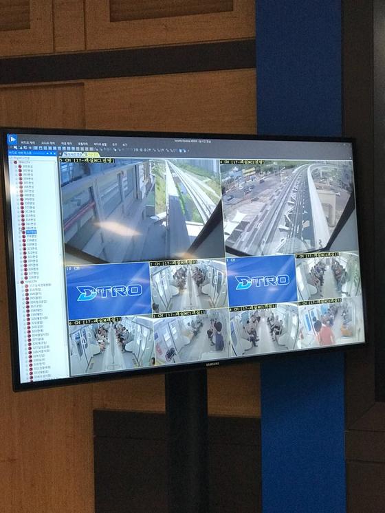 모니터엔 다양한 열차 운행 상황이 표시된다. 김윤호 기자