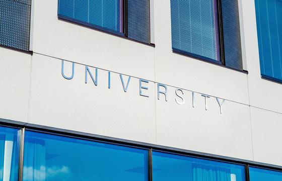 일본은 대학에 진학하는 학생 수가 계속 감소하여 파산하는 대학이 속출할 전망이다. [사진 pixabay]