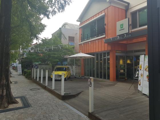 가로수길의 카페 모습. 위성욱 기자