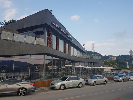 귀산동 카페거리 투썸플레이스. 위성욱 기자