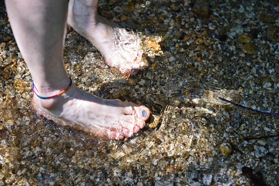 여전히 최고기온 35도가 넘고, 열대야가 이어지지만 살인적인 폭염은 한풀 꺾였다. 여름을 만끽할 날이 얼마 안 남았으니 산 좋고 물 좋은 곳을 걸어보자. [사진 한국관광공사]