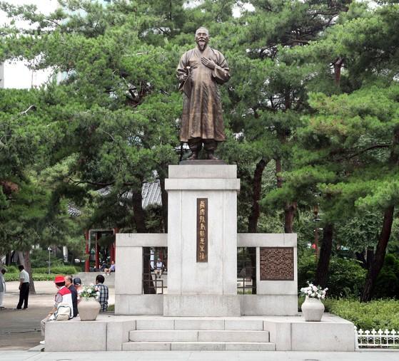 공원 안의 손병희 동상. 민족대표 33인의 한사람으로 3·1운동을 주도했다. [권혁재 사진전문기자]