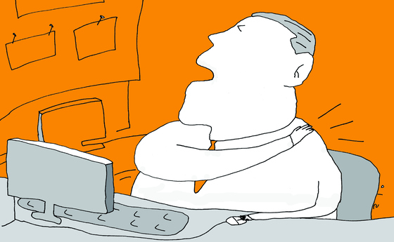 목디스크는 목뼈 사이의 디스크가 튀어나와서 팔로 내려가는 신경을 누르는 질병이다. [중앙포토]