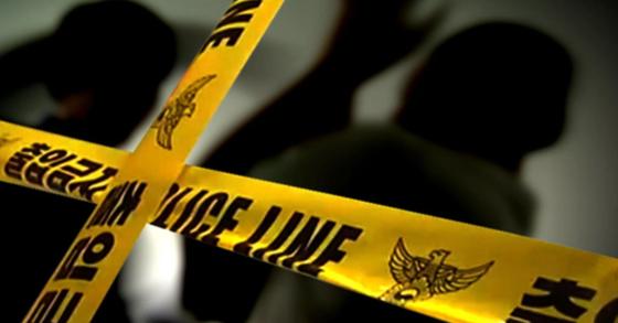 쓰레기 투기 문제 다투다 전기톱까지 휘두른 50대 주민이 14일 경찰에 체포돼 조사를 받고 있다. [중앙포토, 연합뉴스]