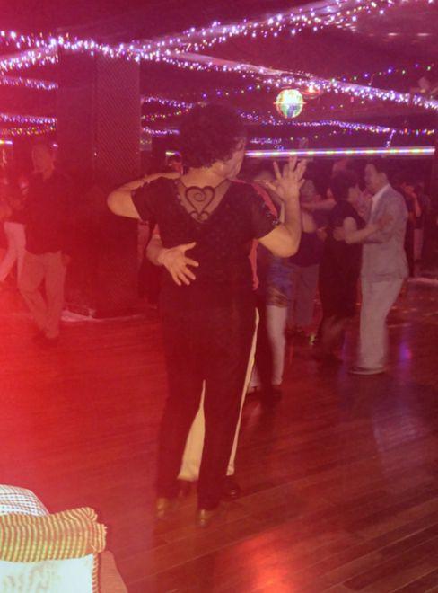 이 세계는 같은 사람과 세 번만 춤을 추면 파트너 관계로 인정한다. [사진 정하임]