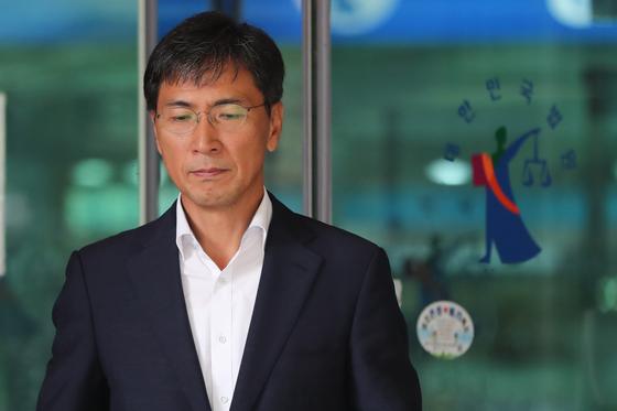 지난달 27일 안희정 전 충남지사가 결심 공판을 마친 뒤 서울서부지법을 나서고 있다. [뉴스1]