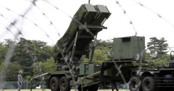 일본 방위성이 지난해 공개한 북한의 탄도미사일 발사에 대비한 'PAC-3' 배치 훈련 장면. 2017.6.21 [교도=연합뉴스]