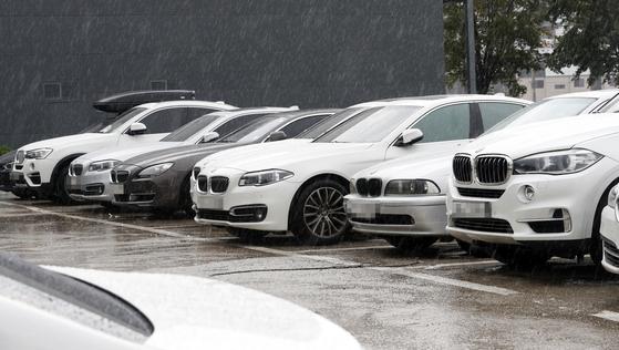 경기 고양시 BMW서비스센터 인근 공터에서 안전점검을 기다리는 BMW 차량들. [뉴스원]
