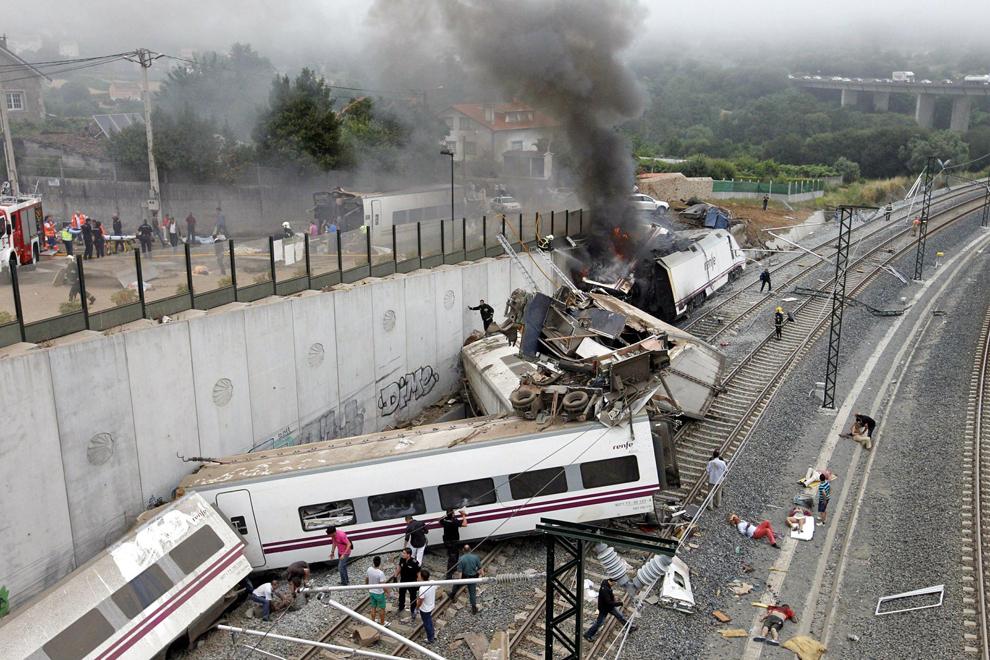 2013년 7월 스페인에서 일어난 고속열차 탈선사고로 79명이 목숨을 잃었다. [연합뉴스]