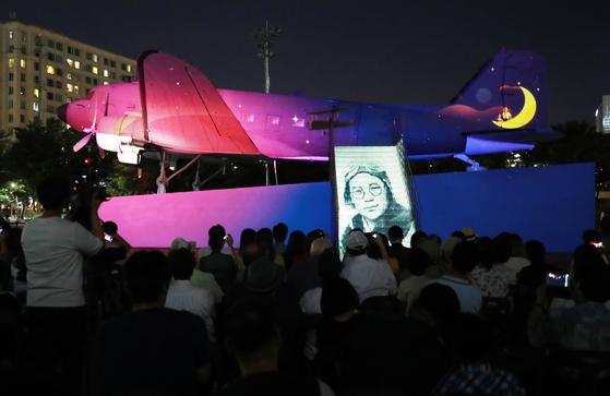[서소문사진관]'어느 소년 광복군의 비행'...여의도 공항서 비행기 영상쇼 열려