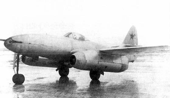 소련 최초 제트전투기 중 하나인 Su-9. 최초로 실전에 투입된 제트전투기인 Me 262를 그대로 베끼다시피 했으나 엔진 성능이 부족해 단지 1기만 시험 제작됐다. [사진 wikipedia]