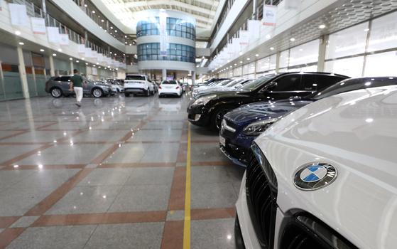 텅 빈 BMW 중고차 전시장 [연합뉴스]