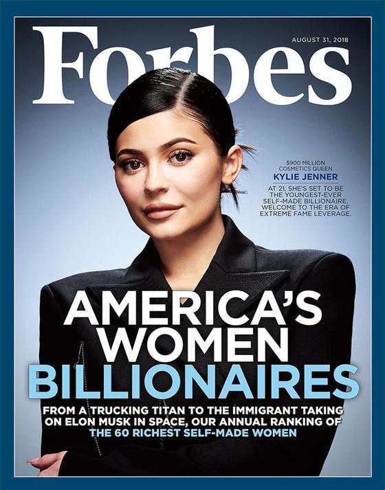 자신의 이름을 딴 화장품 브랜드 '카일리 코스메틱'으로 단숨에 자수성가형 여성 부자 60인 순위에 이름을 올린 카일리 제너. 포브스지 표지 모델로 나섰다. [포브스 제공]