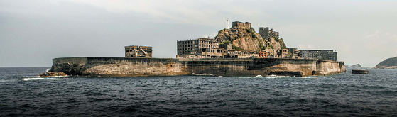 군함도 혹은 지옥도라고 불리는 섬 하시마.[사진 선인출판사]