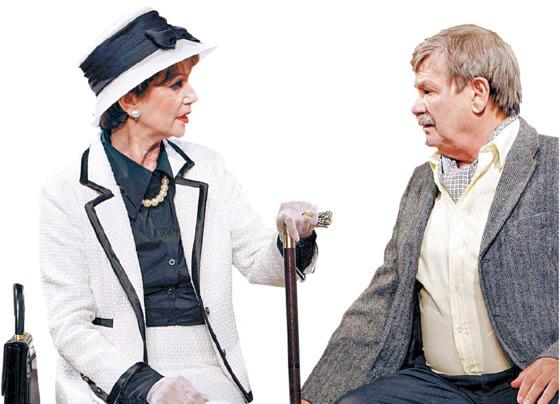 연극 '노부인의 방문'의 한 장면.