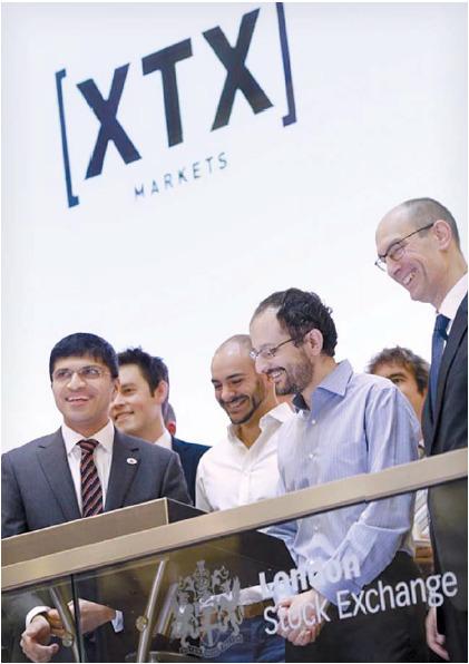 2015년 알렉스 저코 최고경영자(오른쪽에서 둘째)가 창업한 XTX마켓츠는 알고리즘 거래로 이트레이딩 시장에서 급성장했다. [사진 런던증권거래소]