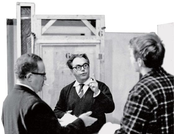 1961년 『안도라』의 취리히 초연을 위해 조언하는 막스 프리쉬(가운데).