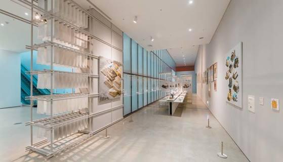 국립현대미술관의 '종이와 콘크리트: 한국 현대건축 운동 1987~1997' 전시장 입구