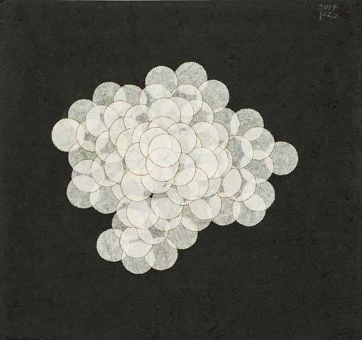 '패털(Petal)'(2017), 한지에 혼합재료, 25.5 x 27 cm